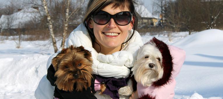 spacer z psem zimą